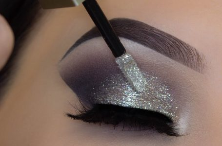 apply glitter eye makeup 8 easy steps